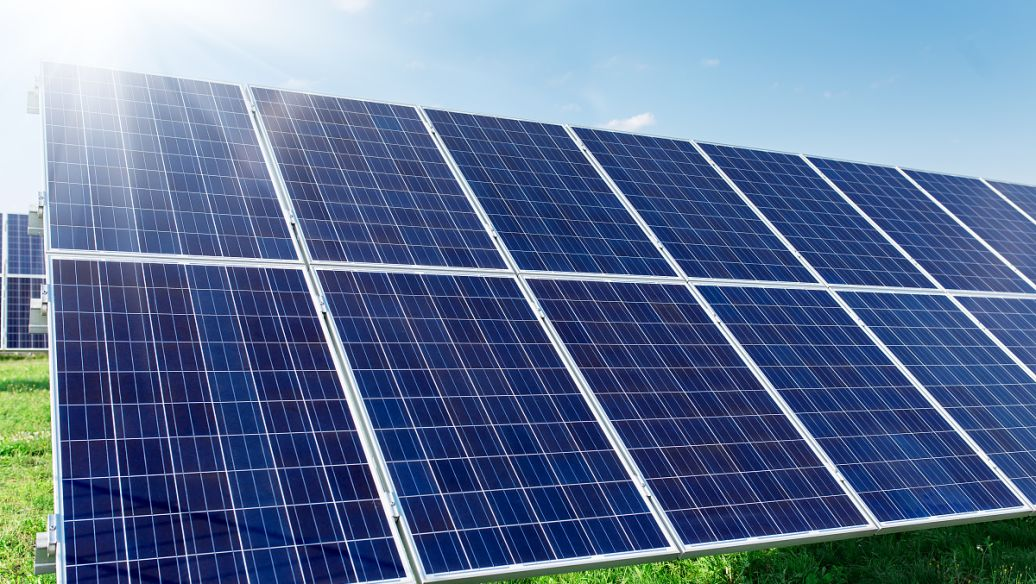 What are the types and characteristics of solar cells